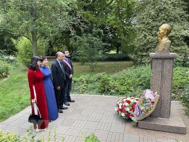 President Ho Chi Minh remembered in France, Singapore hinh anh 1