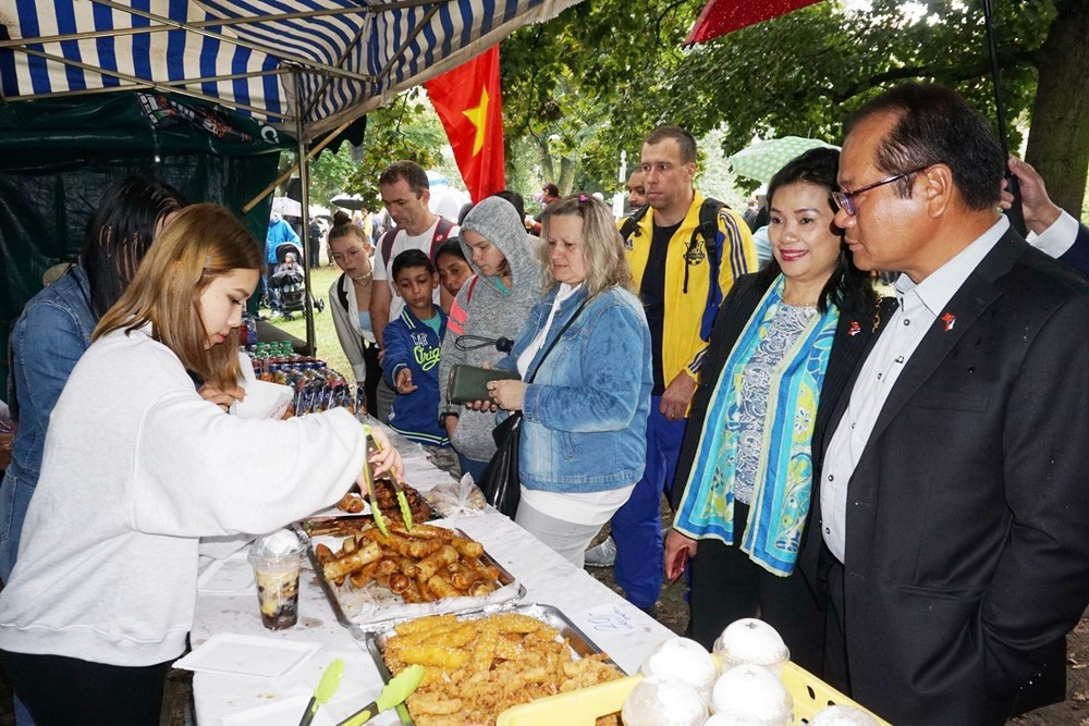 Vietnamese expats in Czech Republic join Colourful Planet Festival hinh anh 1
