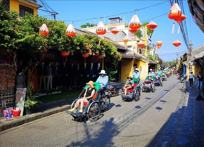 Vietnam likely to fully reopen to international visitors from June 2022 hinh anh 2