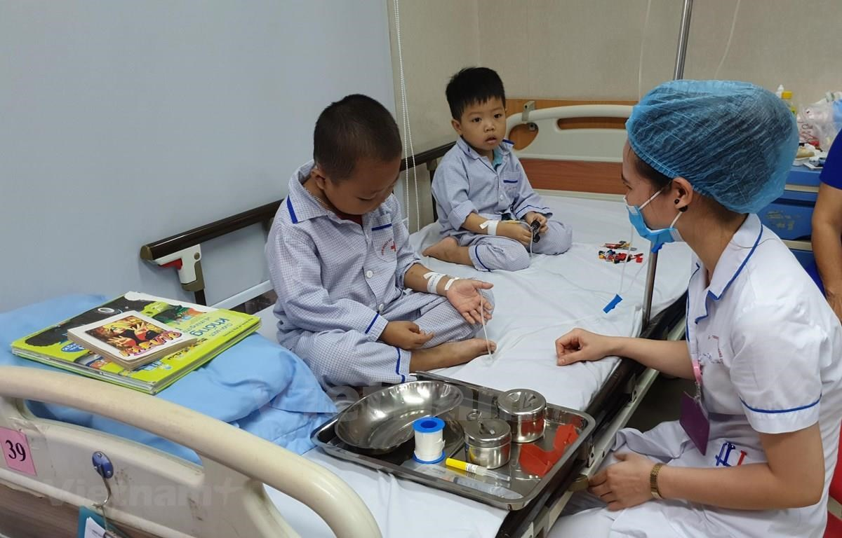 Children carrying Thalassemia get treatment at the Institute of Hematology and Blood Transfusion (Photo: VietnamPlus)