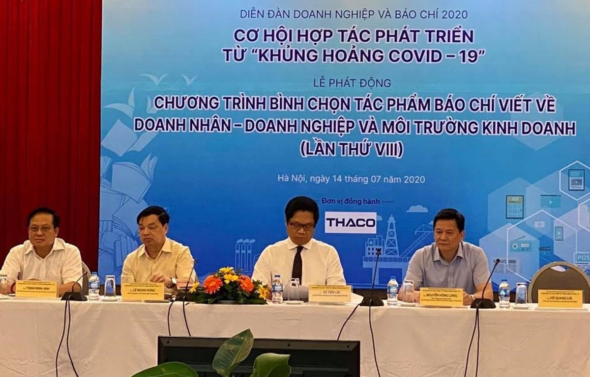 The forum discusses how businesses and the press can seize opportunities from the COVID-19 crisis to cooperate and grow together. (Photo: VietnamPlus)