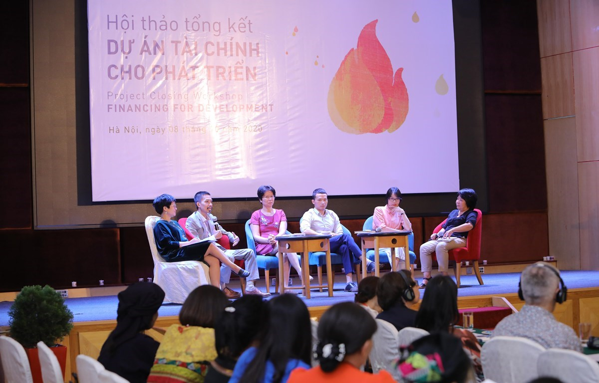 """Speakers at the project closing workshop on """"Financing for Development"""" held in Hanoi on October 8. (Photo: VietnamPlus)"""
