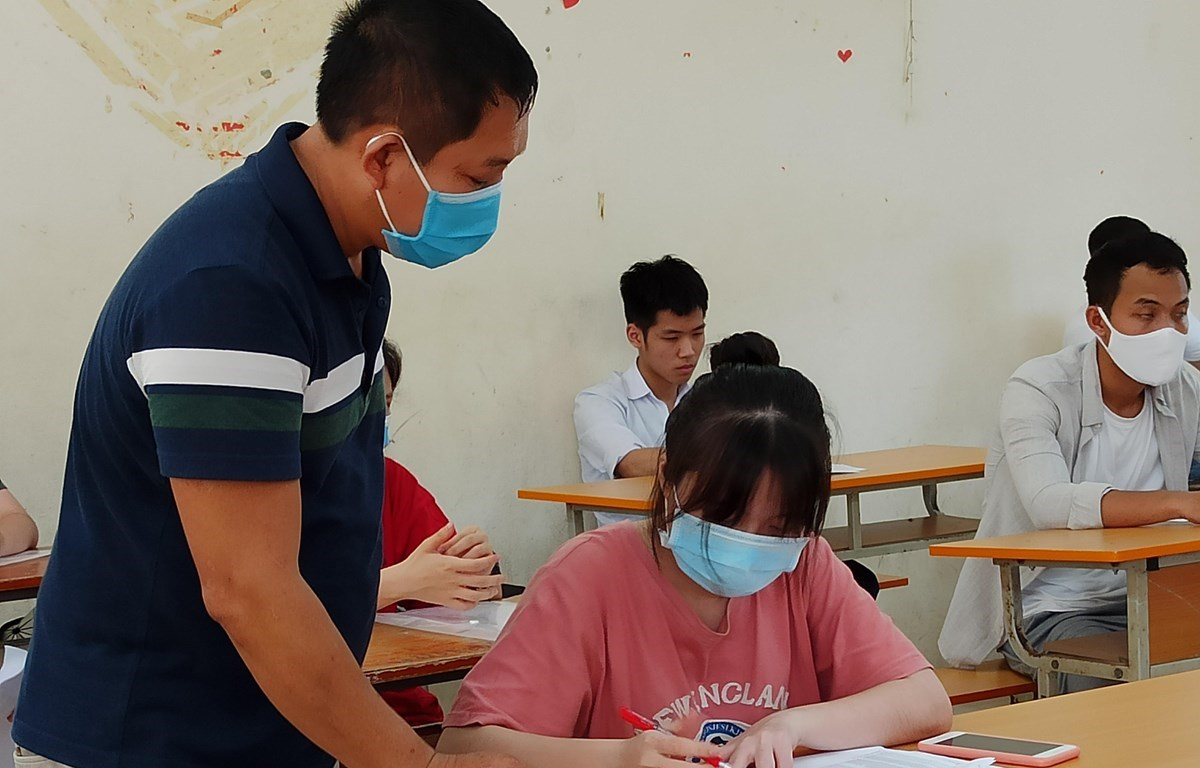 For the first time in the history, contestants and supervisors had to wear masks in exam rooms due to COVID-19 pandemic (Photo: VietnamPlus)