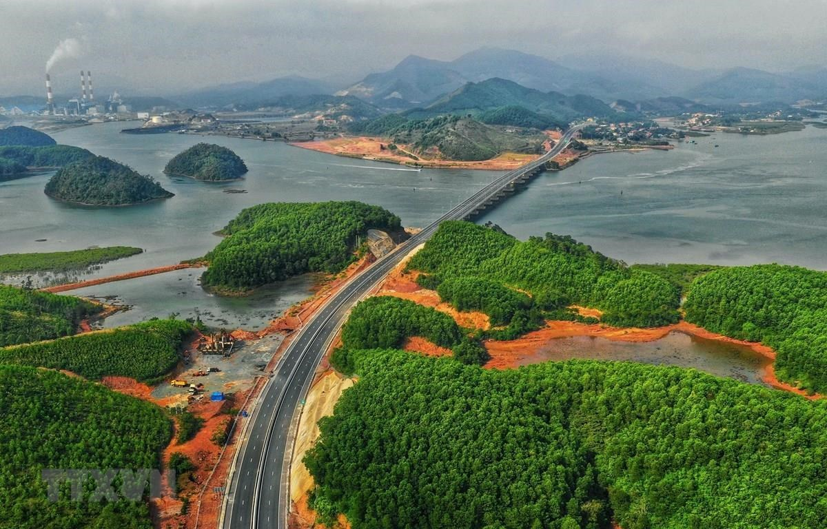 A view of Ha Long – Van Don Expressway. Capital from G-bonds plays an important role in infrastructure development (Photo: VNA)