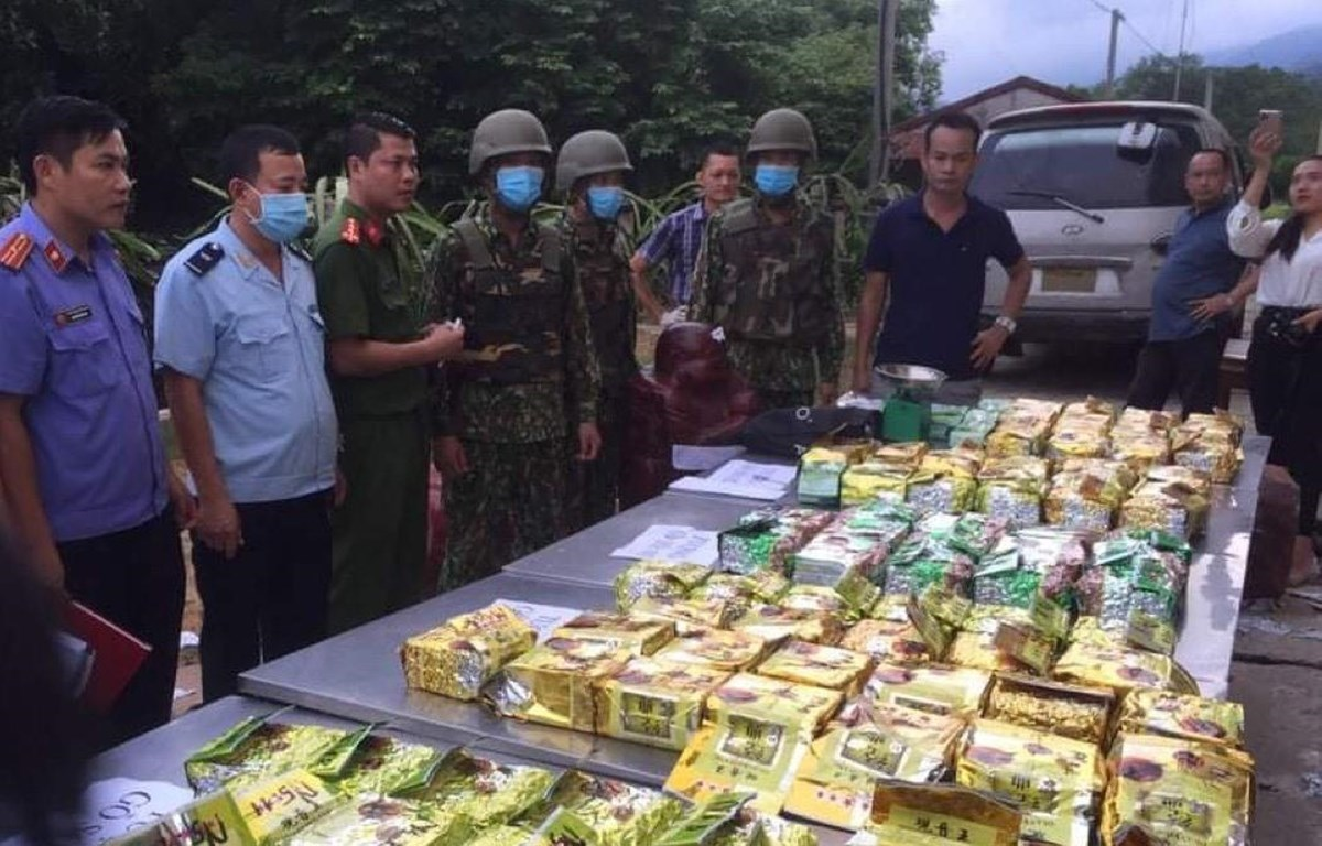 The customs sector uncovered, seized and handled 14,100 customs law violations involving goods worth about 4.2 trillion VND (183.5 million USD) in the first 11 months of this year (Photo: VietnamPlus)