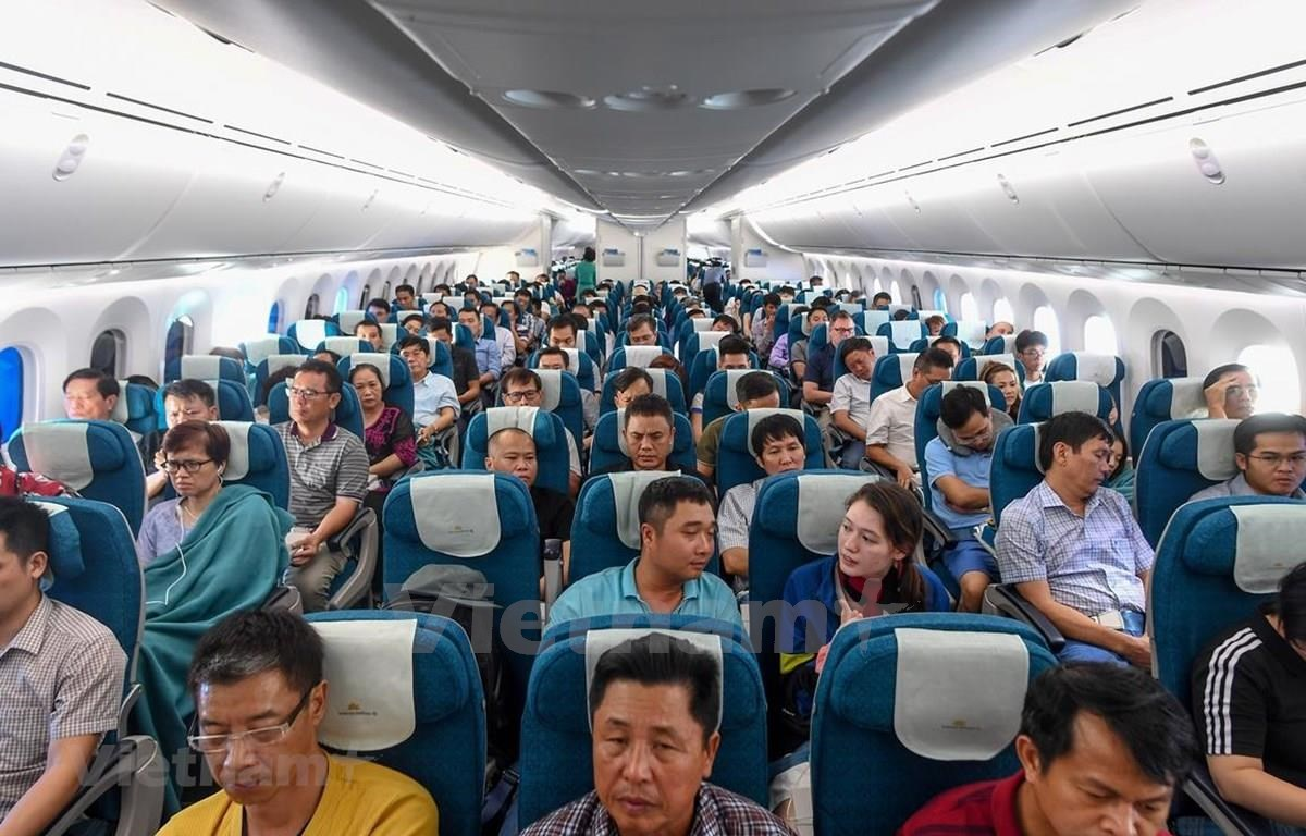 Passengers on first Boeing 787-10 commercial flight of Vietnam Airlines. (Photo: VietnamPlus)