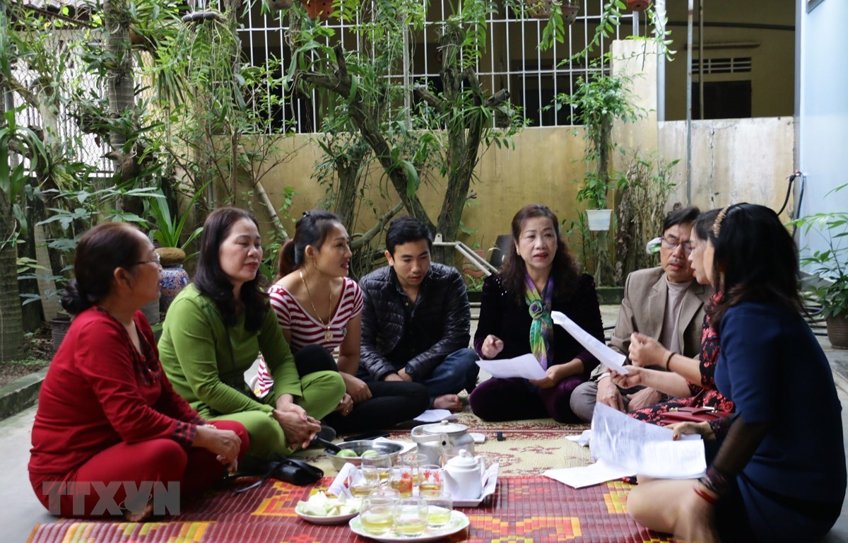 Singing practice of the Vi - Giam folk song club of Vinh Tan ward, Vinh city, Nghe An province. (Photo: VNA)