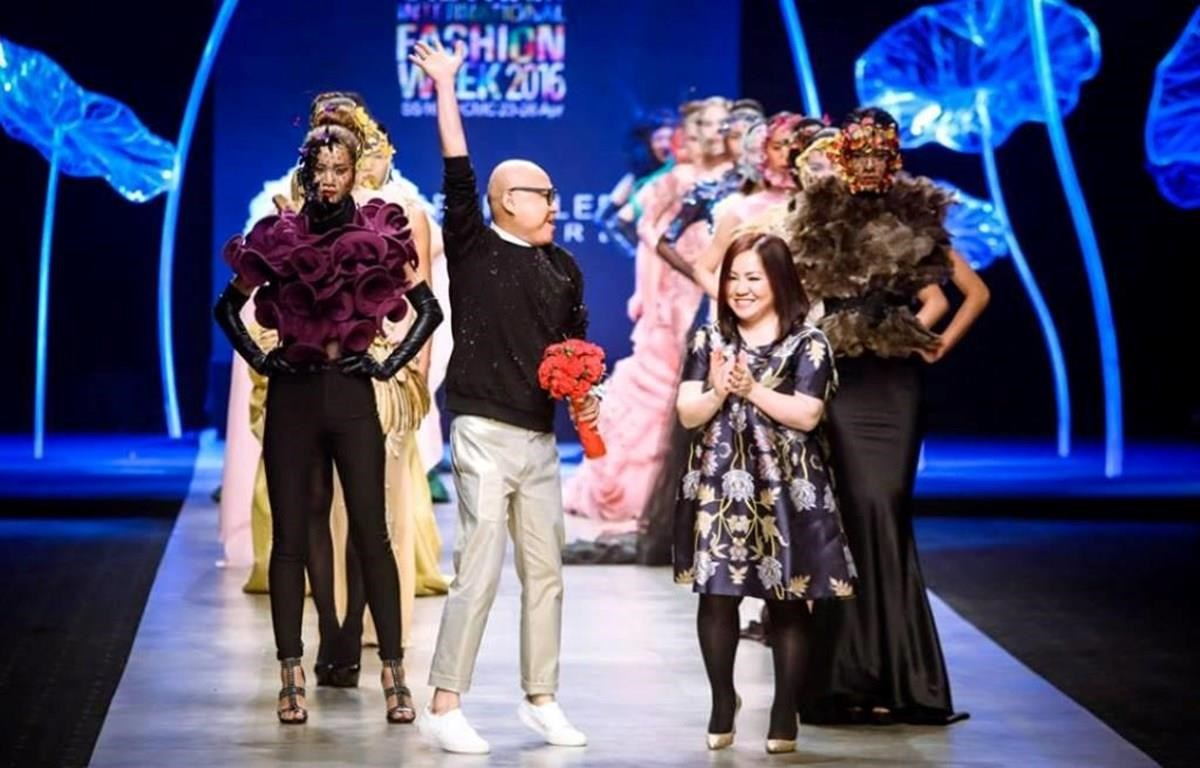 """Famous designer Frederick Lee launches his collection """"Dreamy garden"""" at the Vietnam International Fashion Week Spring Summer 2016 (Photo courtesy of the organisers)"""