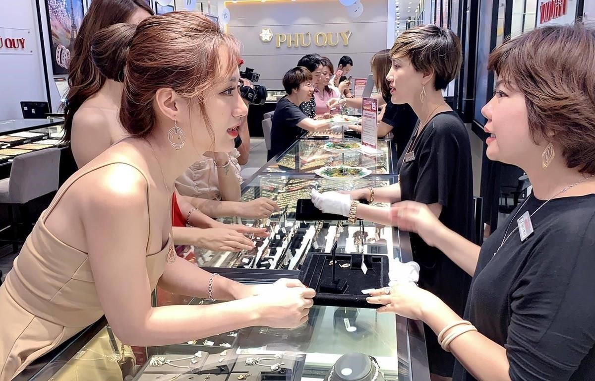 Domestic gold price escalates 16 percent per year as global gold price shoots up 18.5 percent (Photo: VietnamPlus).