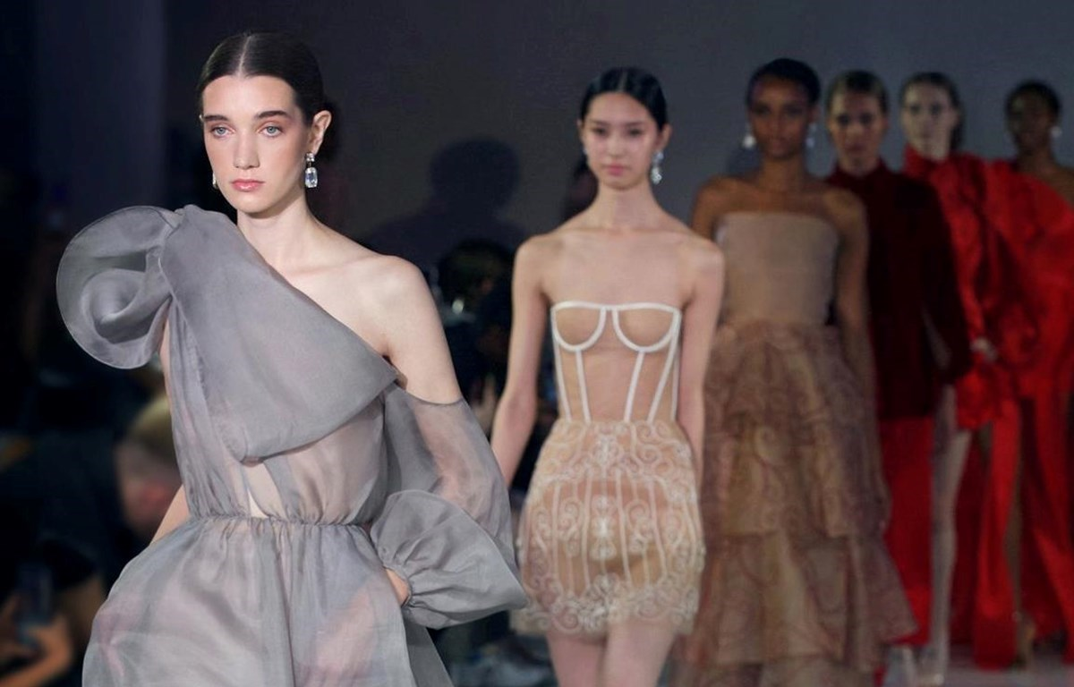 Hung's collection at the spring/summer 2020 season of London Fashion Week (Photo: VietnamPlus)