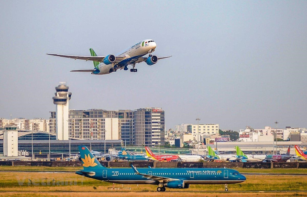 Local airlines resume domestic flights since the COVID-19 outbreak has been put under control (Photo: VietnamPlus)