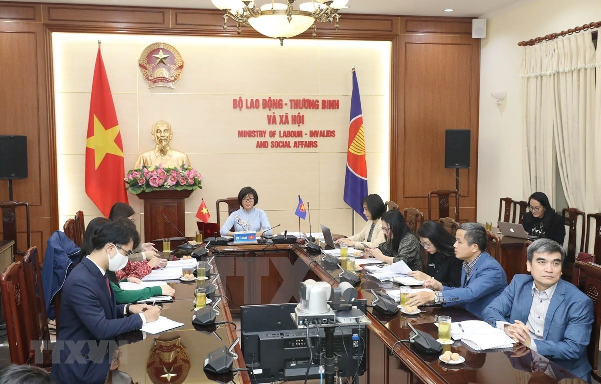 The  Vietnamese delegation attend the 16th ASEAN) Senior Labour Officials Meeting (Photo: VNA)