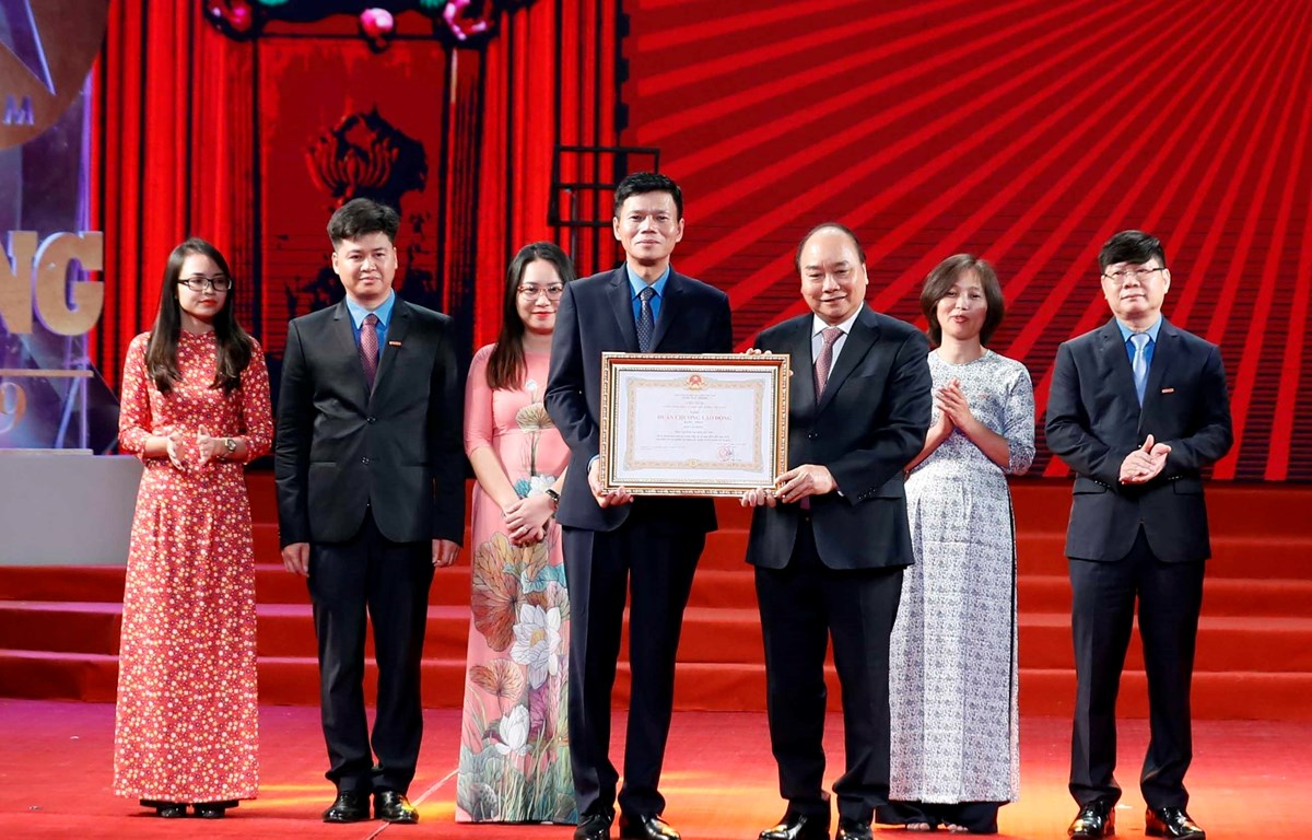 PM Phuc attends ceremony marking 90th anniversary of labour newspaper