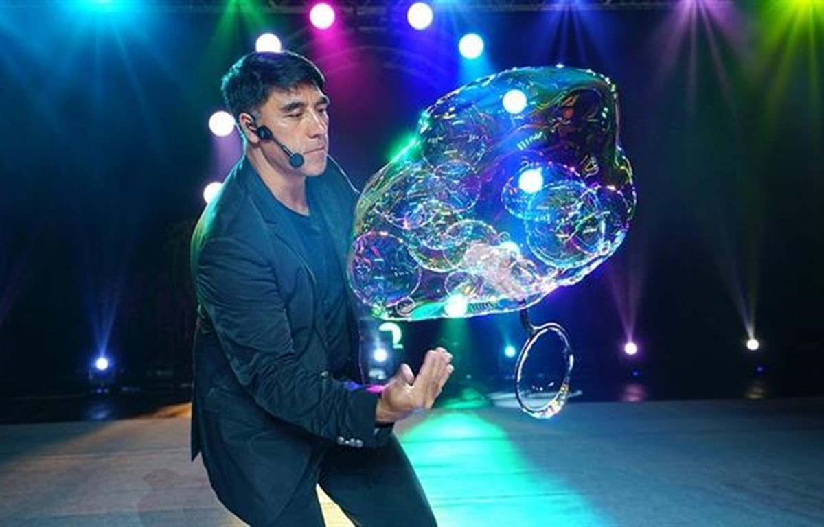 World famous bubble artist Fan Yang returns to Vietnam