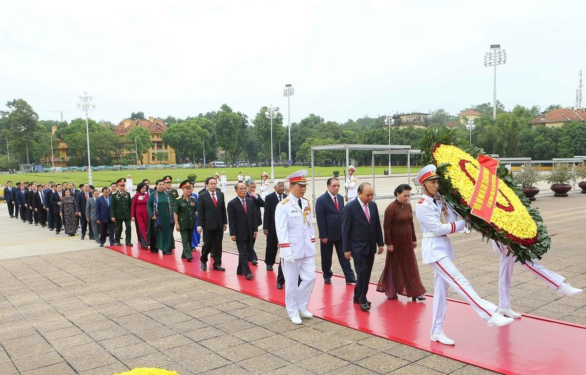 National leaders pay tribute to President Ho Chi Minh on National Day