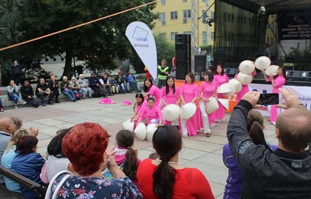Vietnamese expats in Czech Republic joins multicultural festival