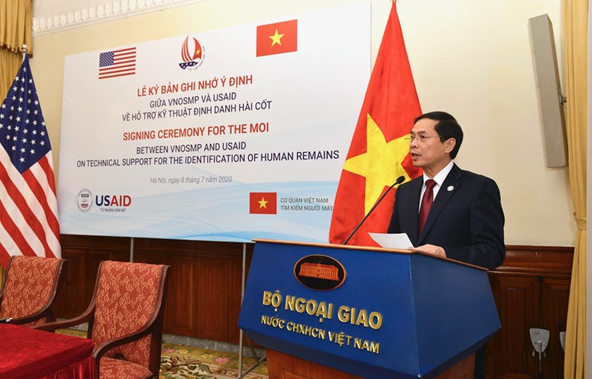 Deputy Foreign Minister Bui Thanh Son speaks at the signing ceremony of the Memorandum of Intent (MOI) on technical support for the identification of human remains between Vietnam and the US. (Photo courtesy of the USAID Vietnam)