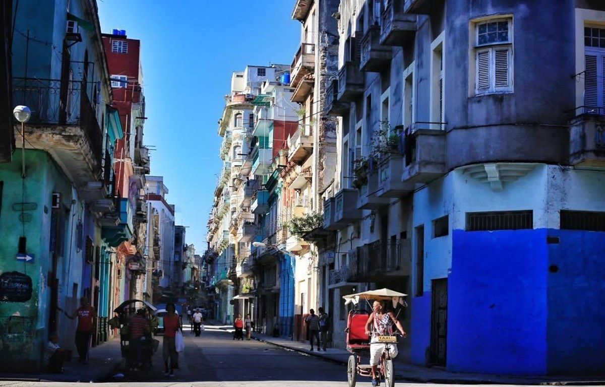 Havana street by Nguyen Viet Thanh