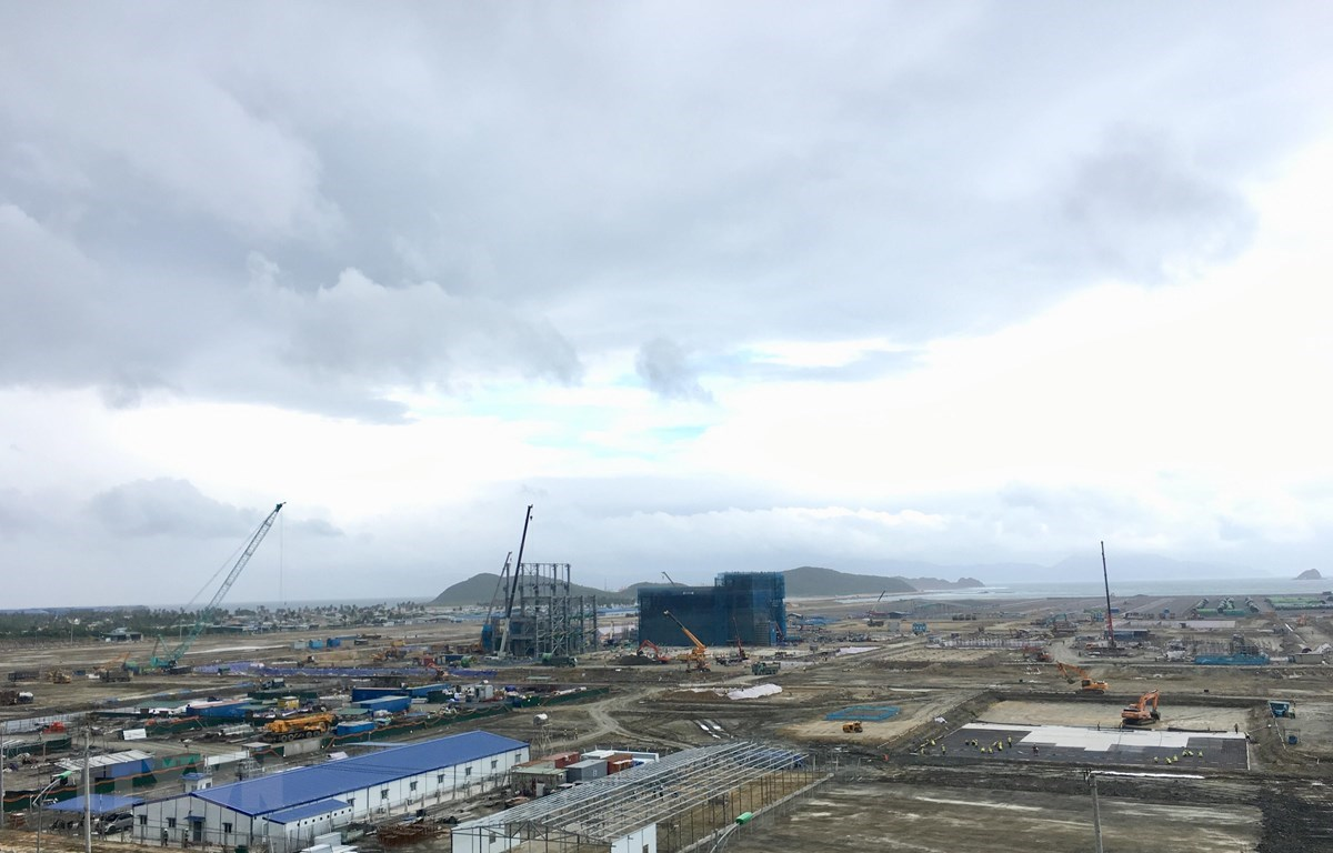 At the construction site of the Van Phong electricity plant (Photo: VNA)