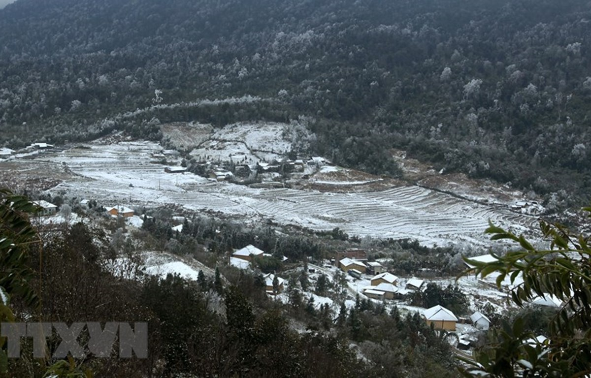Bat Xat district's Y Ty commune covered with snow (Photo: VNA)