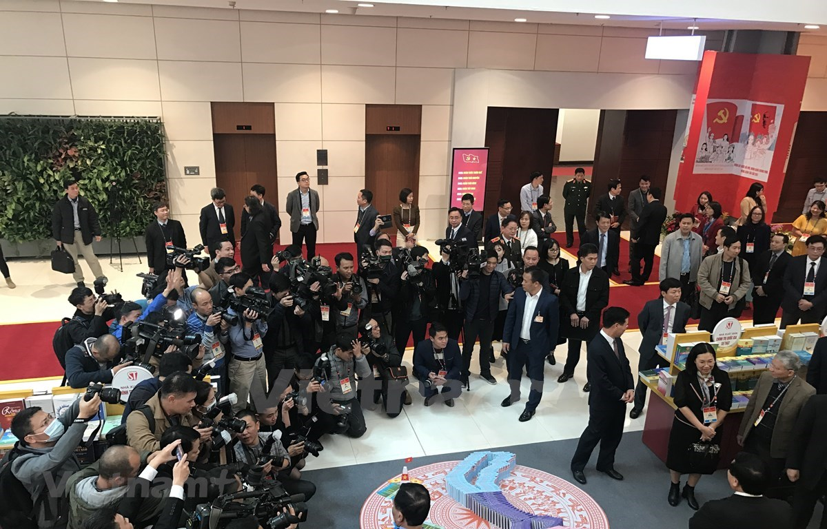 Over 500 reporters and technicians from more than 200 domestic and foreign media outlets will cover the 13th National Party Congress at the scene. (Photo: VNA)