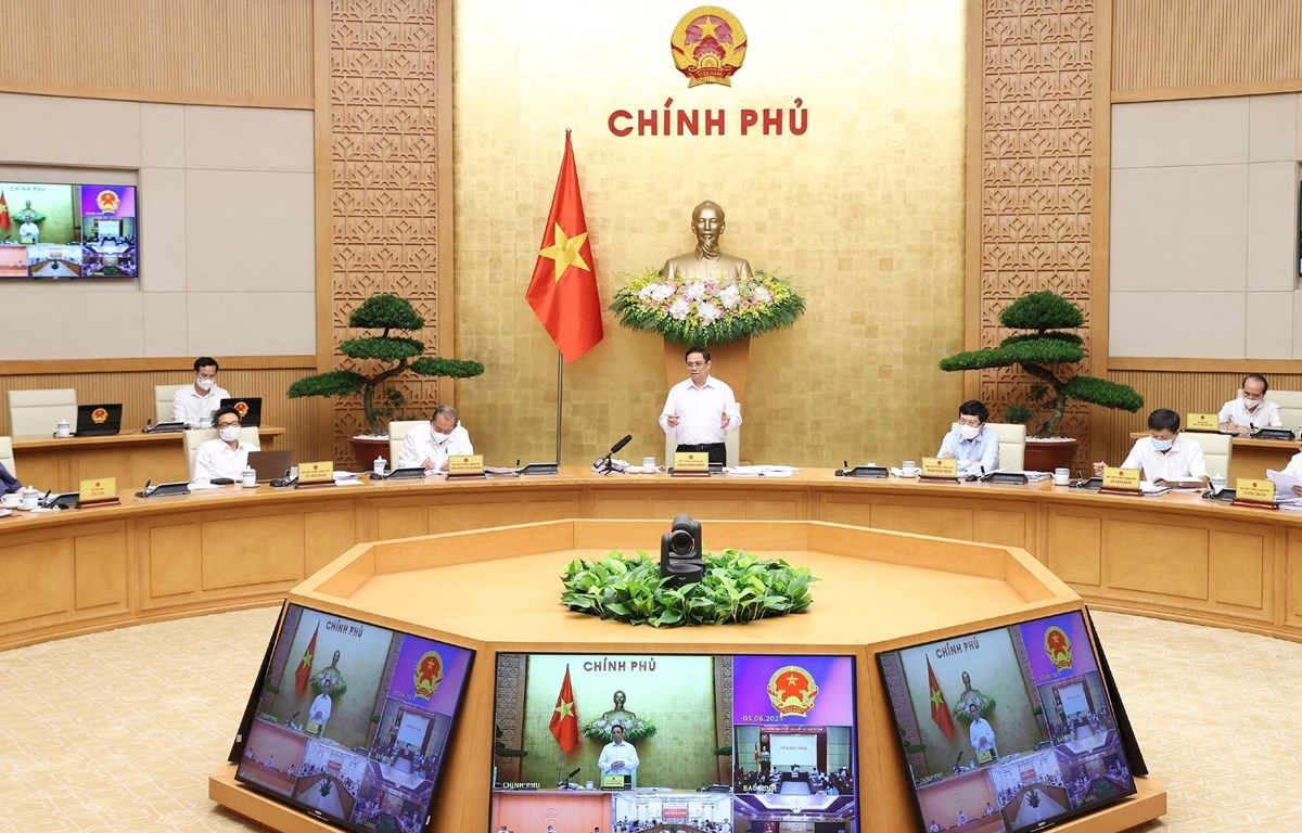 Prime Minister Pham Minh Chinh addresses Government meeting (Photo: VNA)