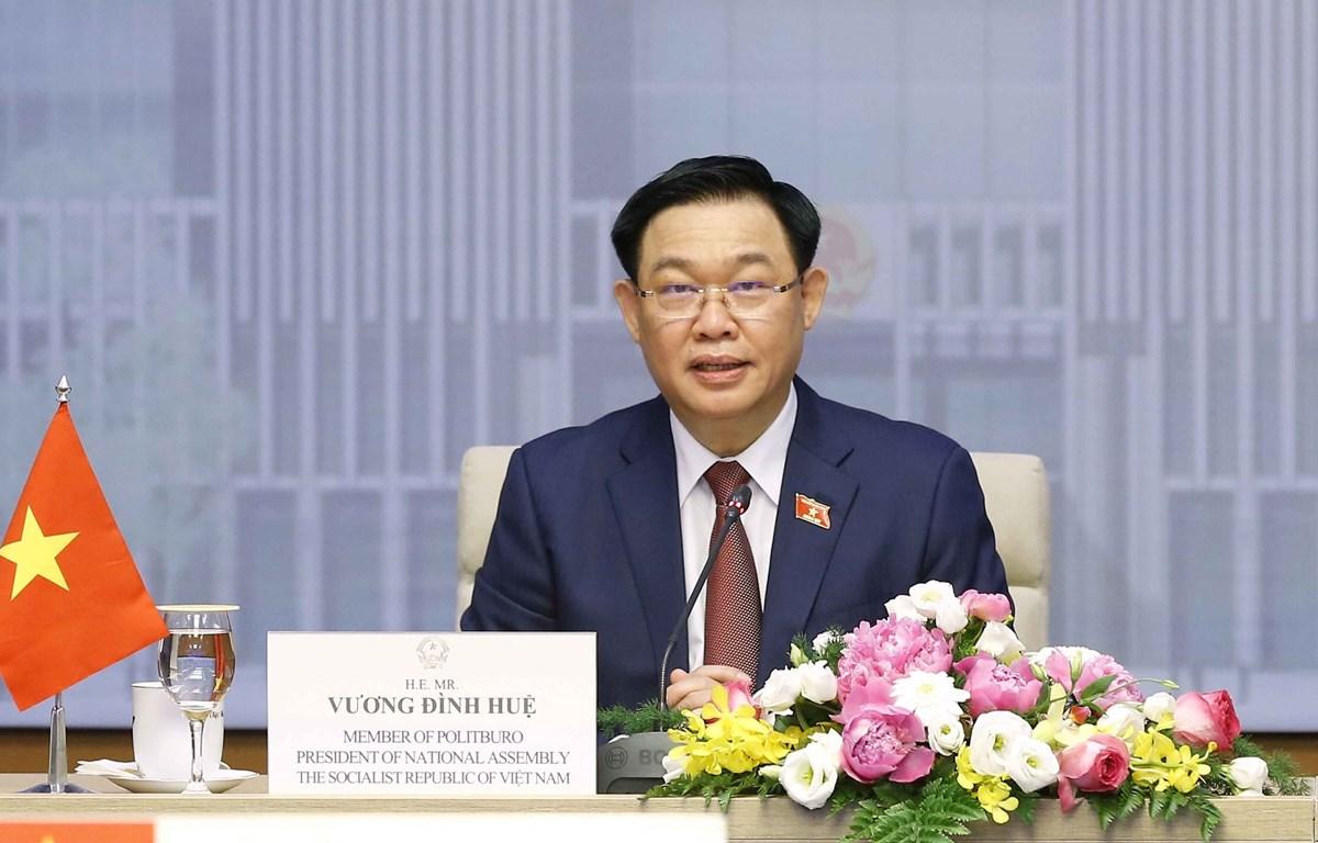 Chairman of the Vietnamese National Assembly (NA) Vuong Dinh Hue holds virtual talks with his Cambodian counterpart Samdech Heng Samrin. (Photo: VNA)