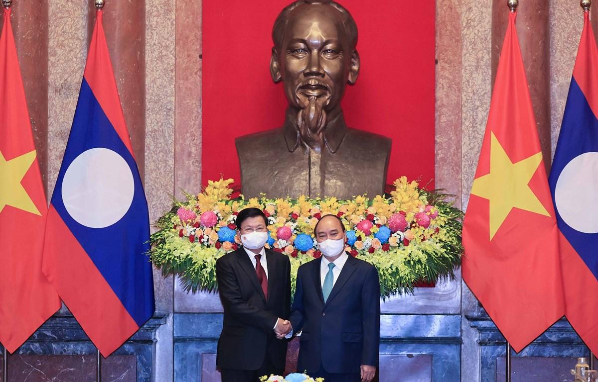 Vietnamese President Nguyen Xuan Phuc meets Lao Party General Secretary and President Thongloun Sisoulith in Hanoi on June 29. (Photo: VNA)