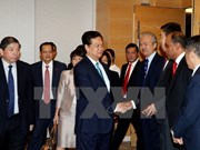 PM Nguyen Tan Dung talks with Singapore businesses