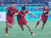Vietnamese striker receives ASEAN award for best goal 2014