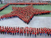 Over 2,000 youths gather in HCM City to form national flag