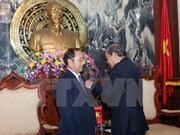Lao, Cambodian court officials awarded with Vietnam's insignia