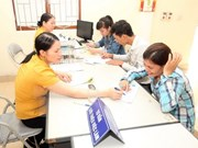 Vietnamese workers in Thailand get temporary work permits
