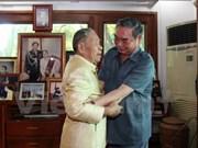 Vietnamese delegation visit Laos' former leaders