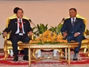 Cambodian Senate President greets Vietnamese lawmaker