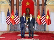 World media highlight US's full removal of weapon embargo to Vietnam