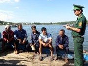 Five fishermen on sunk fishing boat return to land