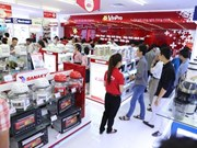 Retailers should focus on services: experts
