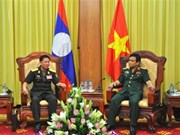 Vietnam, Laos tank-artillery forces boost training cooperation