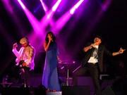 Family trio sings of life in Hanoi