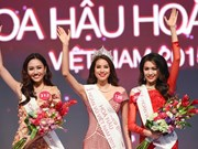 Pham Thi Huong crowned Miss Universe Vietnam 2015