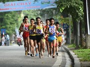 Hanoi race for amateur runners crosses finishing line