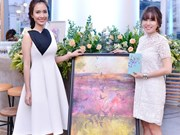 Vietnamese lawyer sells her paintings to raise money for charity