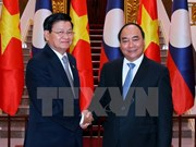 Vietnamese, Lao Prime Ministers hold talks in Hanoi