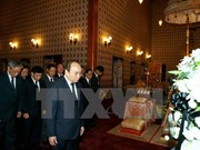 Prime Minister pays respect to late Thai King