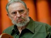 Vietnamese artist presents Cuban embassy with portrait of Fidel Castro