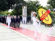 Leaders pay homage to President Ho Chi Minh, heroic martyrs