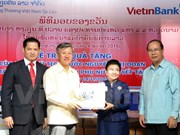Vice President presents gifts to disabled women in Laos