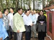 Lao officials visit relic site in Hoa Binh