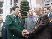 Defence Minister receives Chinese veterans